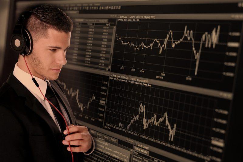 投資家とチャート図